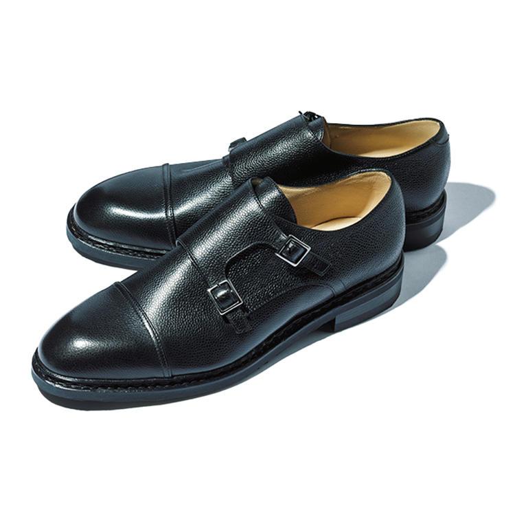 <b>パラブーツ</b><br />上質なカーフアッパーのダブルモンク靴ながら、底はノルヴェイジャン製法&ラバーソールでボリューミィ。「巧みなMIX感が実に今の気分。装いも選びません」(森岡さん)。7万2000円(パラブーツ青山店)