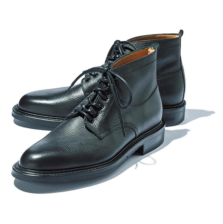 <b>ジョセフ チーニー</b><br />程よい丸みのあるトウの木型を用いたブーツ。アッパーにグレインレザーを用い、底はダイナイト。「一見武骨ですが、フォルム自体は細身。ジャケパンに合いそう」(金森)。7万3000円(渡辺産業プレスルーム)