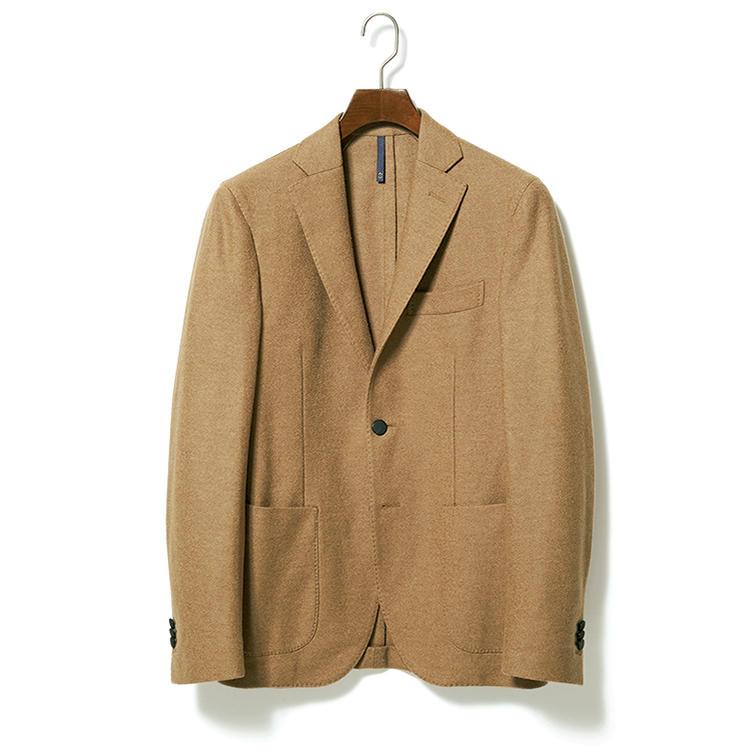 寛ぎ色のジャケット。12万8000円/モンテドーロ(ザ スローウエア ストア 東京ミッドタウン店)