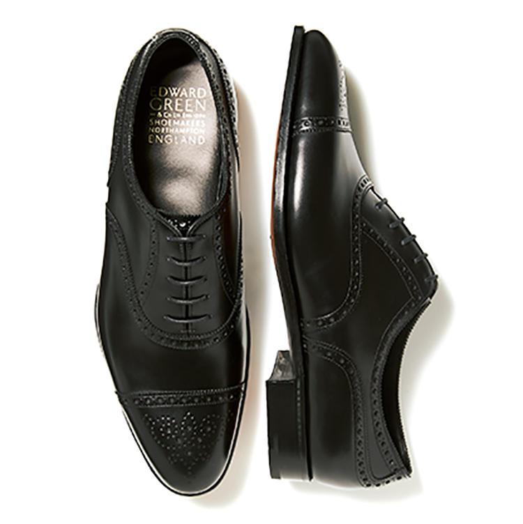 黒のフルブローグ。靴16万4000円/エドワード グリーン(トレーディングポスト青山本店)
