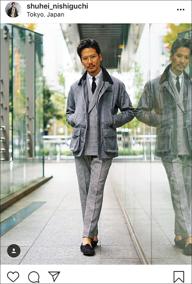 fハウンドトゥースのスーツにグレンプレイドのバブアーに黒ニットタイの着こなし
