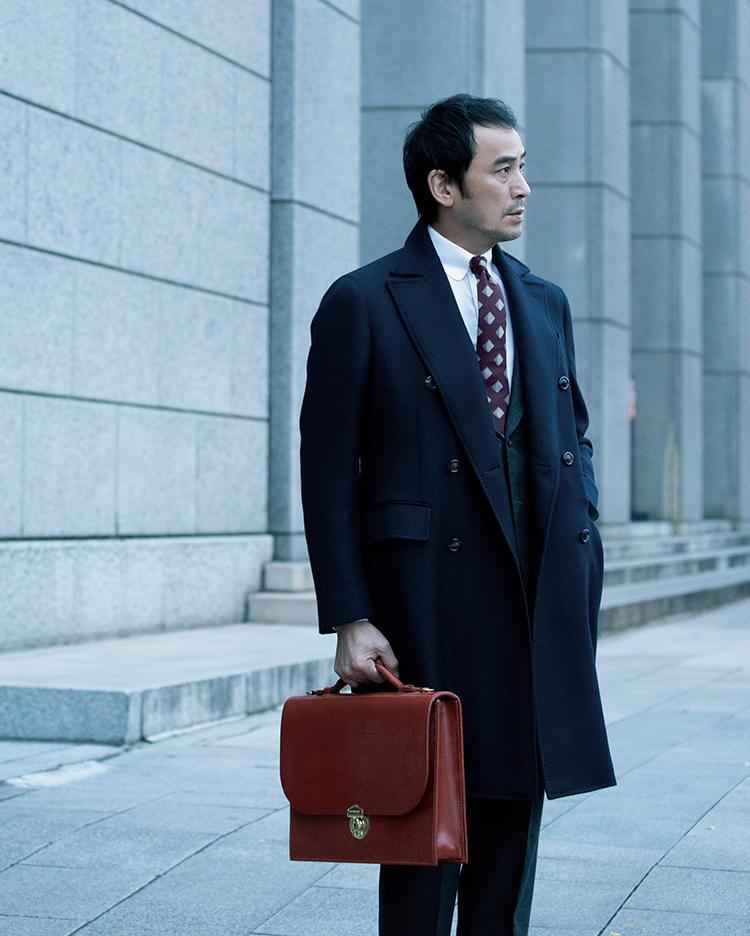 グレンロイヤルの鞄を持ったモデル
