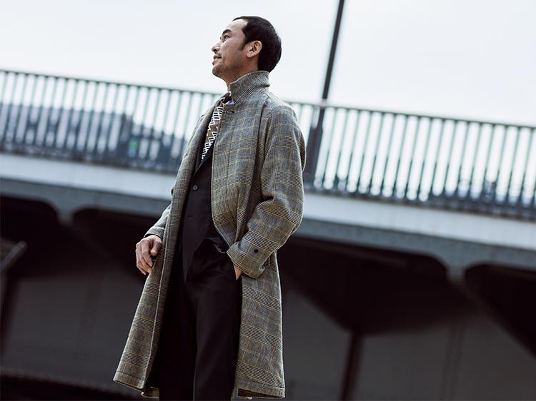ウールコートを着た上司