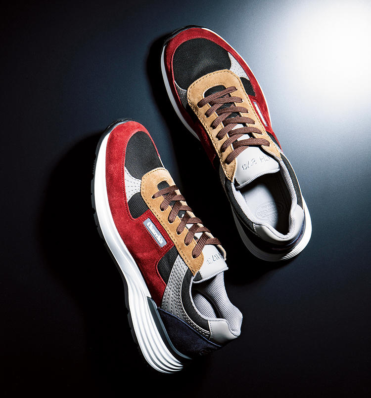 <b>紳士靴の超名門による英国ダッドシューズ</b><br /><br /><font color='#3333CC'><b>CHURCH'S</b>(チャーチ)</font><br /><b>凝った切り替えが名門靴ブランドの風格を薫らせる</b><br />レトロな表情を醸し出すダッドシューズ的スニーカー。スエードとメッシュを複雑に切り替えたアッパーは非常に手の込んだ作りであることが一目瞭然。英国名門の風格を感じる一足だ。7万3000円(チャーチ 表参道店)