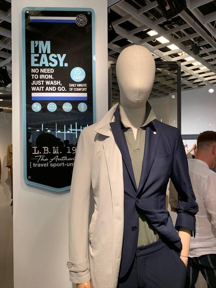 スーツやジャケットにおける「EASY」化は、各ブランドが注力しているカテゴリー。今や1年を通していえることだが、とりわけ夏には避けて通れないキーワードだ。伸びる、洗える、通気性etc.多様な機能で進化を続ける。こちらはL.B.M.1911。