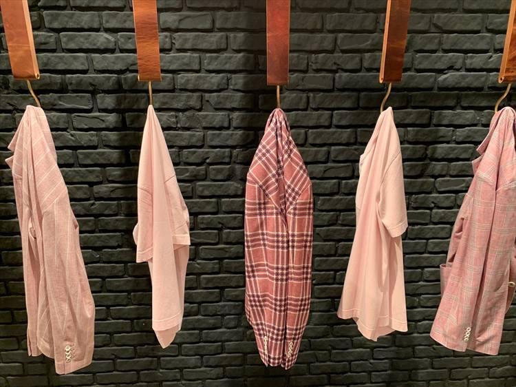 日本人メンズが取り入れるには難易度が高いカラーかもしれないが、「ピンク、ローズ、レッド」系も各ブランドで多く提案された色。こちらはチルコロ1901。