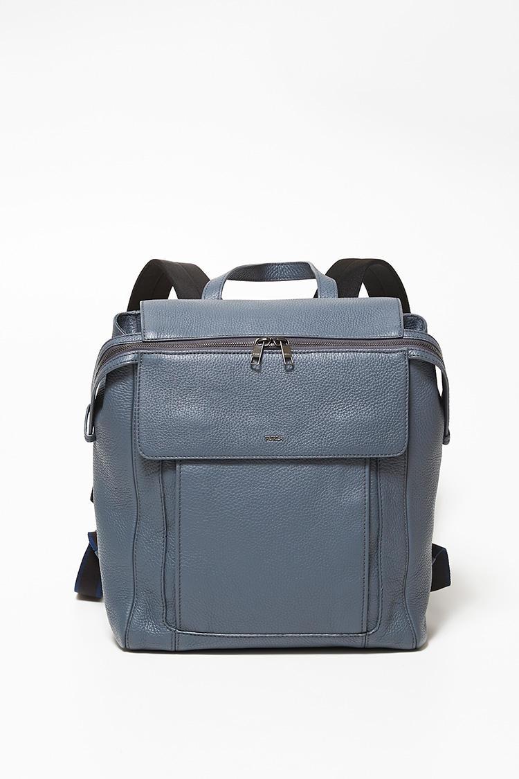 「イカロ」シリーズのバックパックも汎用性の高い2WAY。人混みをよけながら進む通勤ラッシュでは、両手が空くことは大きなアドバンテージだ。縦38×横28×マチ13.5cm。8万5000円。