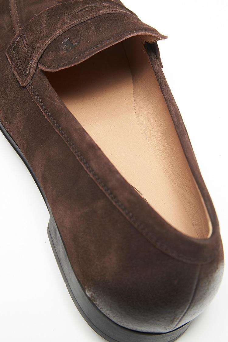 ふっくらとしたライニングは、まるでスニーカーのように履きはじめから柔らかさを実感できる。薄手のフットカバーしか履かないことが多い真夏も、靴ずれとは無縁の履き心地だ。
