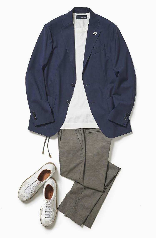 <b><font color='red'>阪急メンズ東京</font><br />ぶらり街歩きする日は、上品かつ歩きやすいジャケットスタイルで</b><br />ジャケット、カットソー、パンツ、スニーカーという4点セットを着ている同年代は、休日の街を歩けばごまんといる。冴えないオトーサンとイケてるオジサマの違いとは? <br />「大人のカジュアルは清潔感が好感度を左右します。水曜日と同じ軽快なストライプジャケットや上質感のあるカットソー、クリース入りのゴム入りパンツ、ローテクのレザースニーカー。こんな小奇麗な組み合わせなら、映画館や公園、ドレスコードのあるレストランなど、気分次第で行き先が変わっても柔軟に対応できます」(サードスタイルスタッフ井上章さん)<br /><a class='u-link--ex' href='https://www.mens-ex.jp/fashion/feature/190601_11191.html' target='_blank'>コーディネートの詳細はこちら</a>