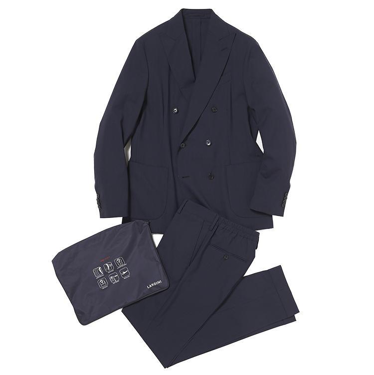 <b>2.ラルディーニのパッカブルスーツ</b><br />畳めばA4サイズ大の袋に収まるイージースーツは、紺の小柄チェックも使いやすい。ダブルはラルディーニ直営店とストラスブルゴ限定品。12万3000円(ストラスブルゴ)