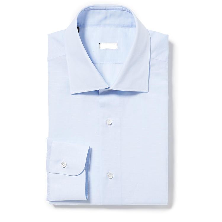 <b>4.バルバのコットンリネンシャツ</b><br />清涼感のあるサックスブルーのコットンリネンシャツは夏の定番。特にバルバは細身のパンツと好相性。2万9000円(ストラスブルゴ)