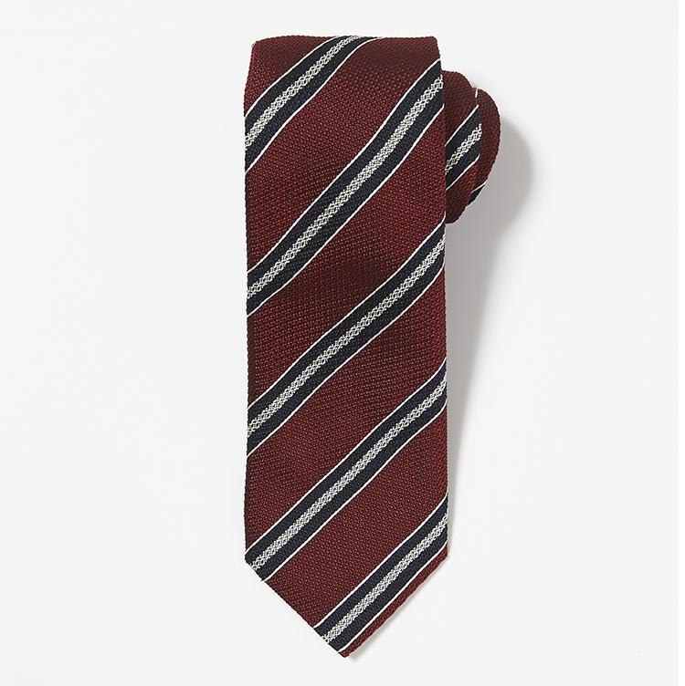 <b>9.ニッキーのストライプネクタイ</b><br />リーダーシップを印象付けられる赤系のパワータイ。落ち着いたこんな赤なら日常使いしやすい。1万7000円(ストラスブルゴ)