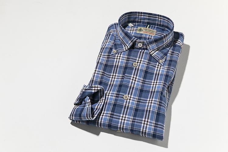 こちら、ビームスのエクスクルーシブモデル「NAKAMURA BD」。BDシャツのボタンをはずして、タイドアップすることも想定したワイドカラーのBDシャツだ。3万3000円 問:ビームス ハウス 丸の内 TEL:03-5220-8686
