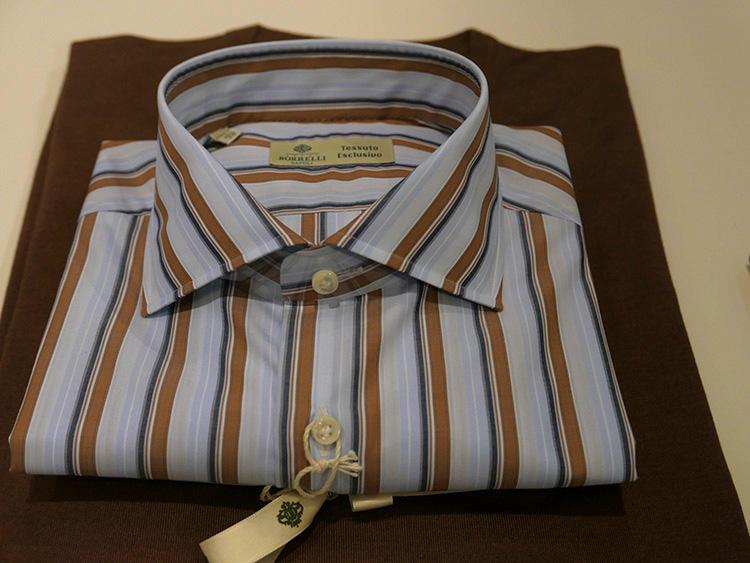 こちらが2018年秋冬のエクスクルーシブコレクションのシャツ。1970−1980年代のアーカイブ柄から選ばれた個性的なストライプ。