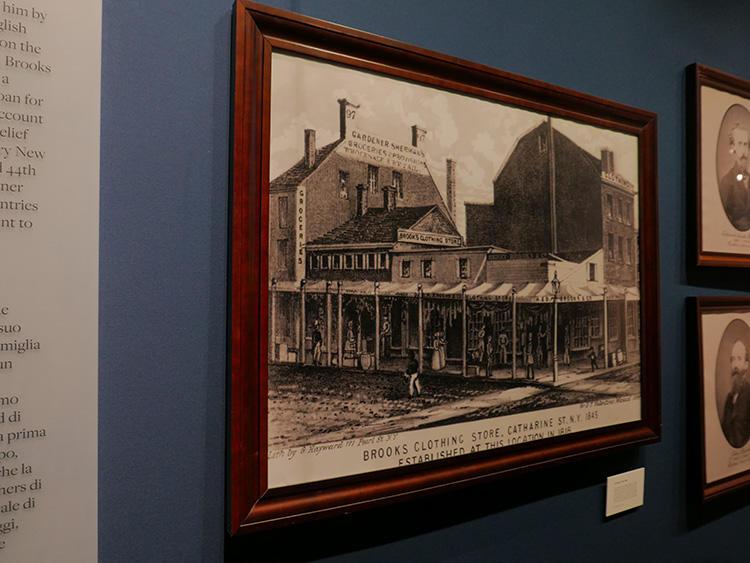 創業当初のニューヨークのお店の写真など、お宝のアーカイブが並ぶ。