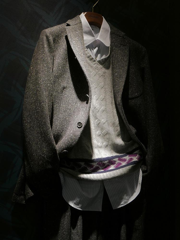 全面ビスコッティだとちょっと派手すぎるかも、、、という方には、裾周りにアクセントとしてビスコッティのライン入りのものも登場。