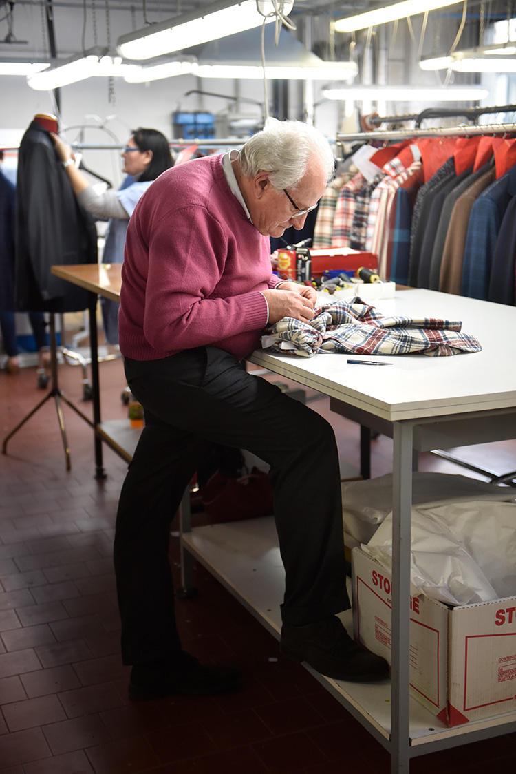 60歳を過ぎてもなお、長年働き続ける熟練職人も多い。