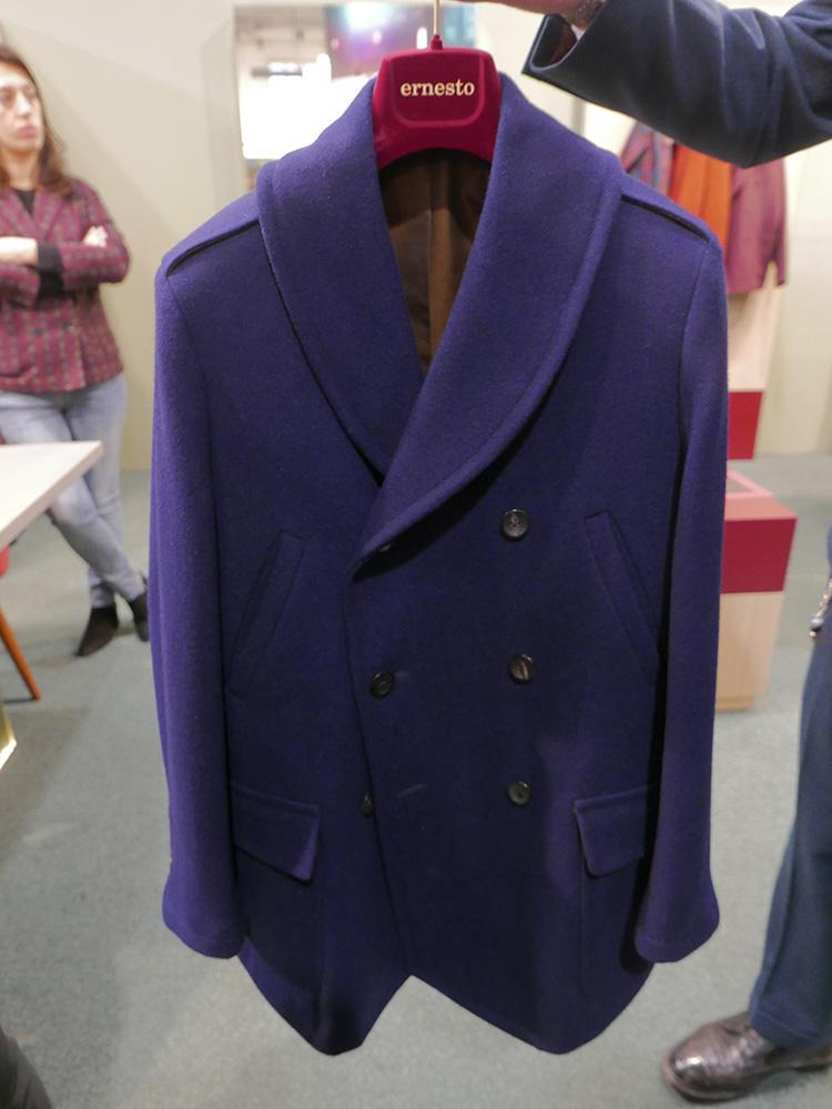 ウールのPコートはショールカラーで柔らかさを出しながら、エポレットがついて男らしさもある。