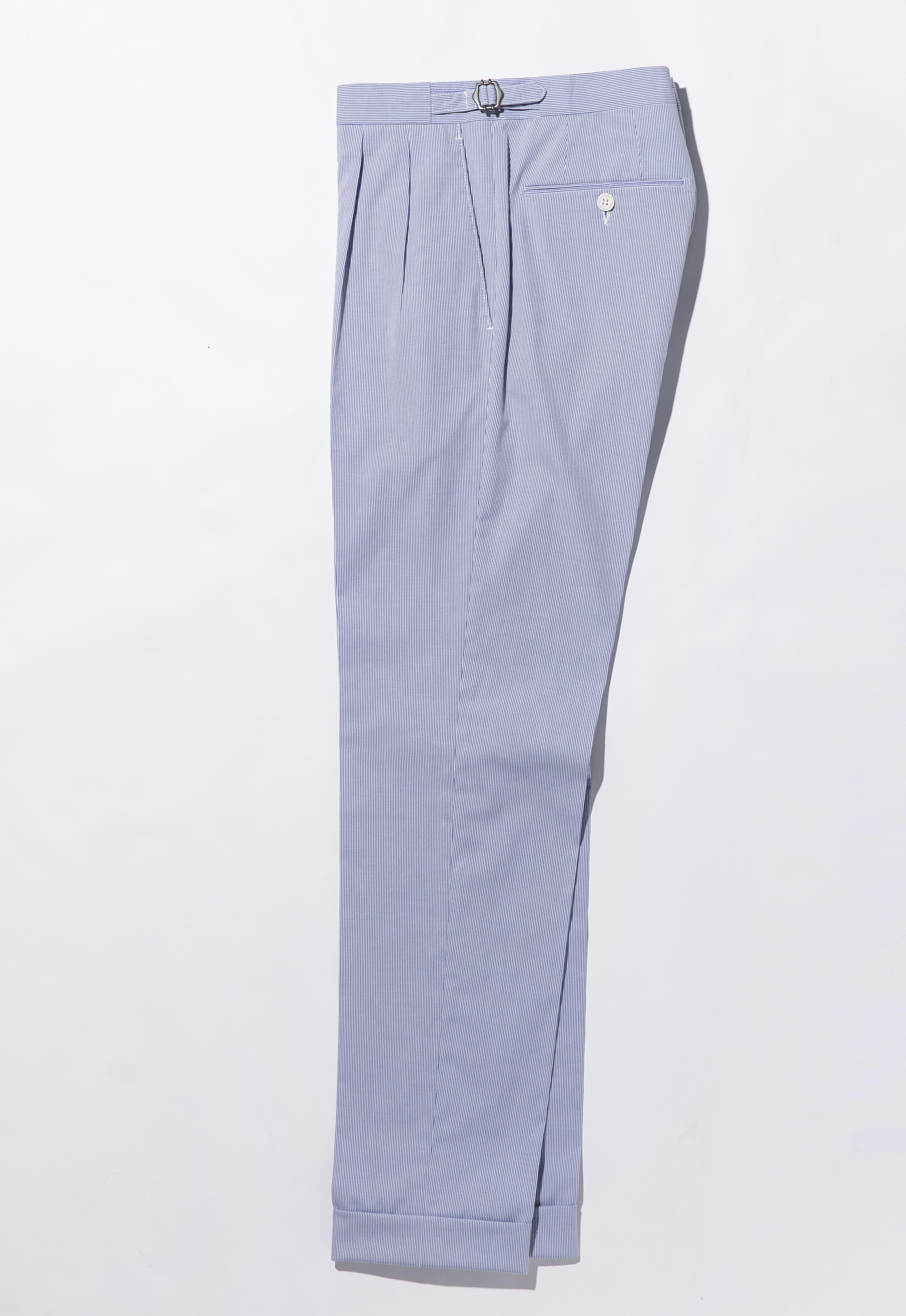 こちらはサイドアジャスターのベルトループなし、2プリーツ。休日のジャケットスタイルに最適。2万7000円 問:ビームス ハウス 丸の内 TEL:03-5220-8686