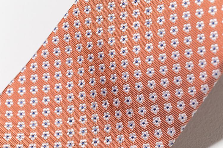 細かい小紋の織りが美しい。