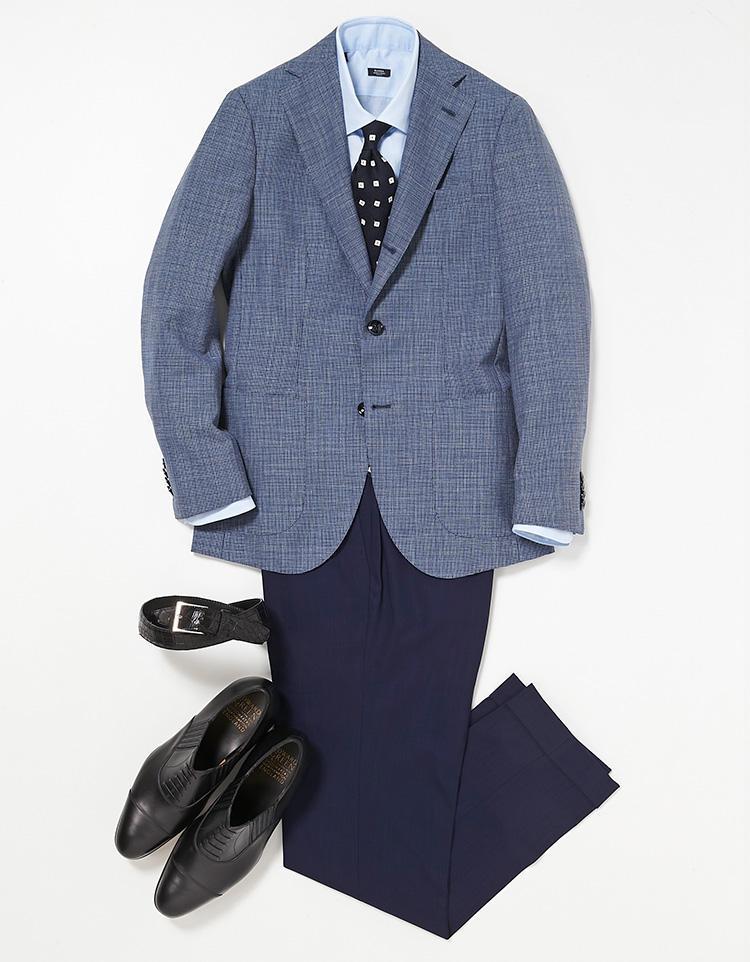 <b><font color=red>STRASBURGO</font><br />3分で決まる! 困ったときの青頼み</b><br />予定に少しゆとりのある水曜日は、スーツよりもカジュアルなジャケットで出勤。 <br />「濃い青のチェックジャケットをベースに、水色の無地シャツ、紺のパンツ、紺の刺繍ネクタイという同系色で統一しました」。 同系色のコーディネートは濃淡を重ねていくだけで簡単に決まり、なおかつ洗練されて見えるお洒落の常套手段。 <br /><a class='u-link--ex' href='https://www.mens-ex.jp/fashion/feature/180523_8049.html' target='_blank'>コーディネートの詳細はこちら</a>