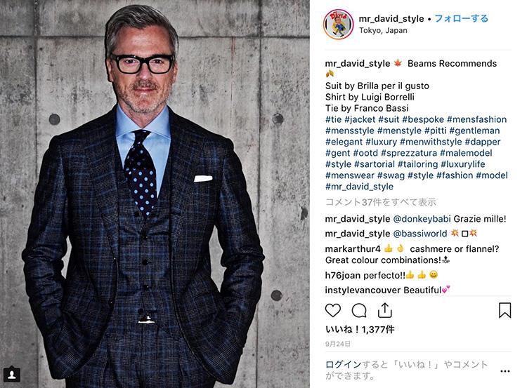 <strong>7.スリーピースはやりすぎ注意</strong><br />管理職の貫禄を手軽に醸し出せるスリーピーススーツ。ベストが加わる分、配色は引き算するとうるさく見えない。Mr.Davidはスーツの柄色である水色を、シャツとネクタイで拾って統一感を出したのがさすが。