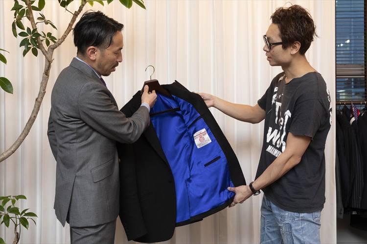 「齋藤服飾研究所」の齋藤秀明さんとブリフトアッシュ代表の長谷川裕也さんとオーダーしたジャケット