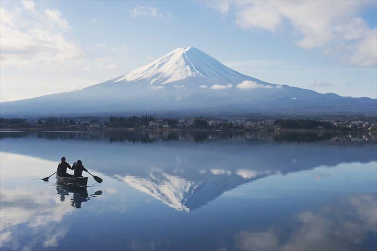 アクティビティ「湖上の早朝カヌー」の所要時間は90分。1名3500円。</figcaption>