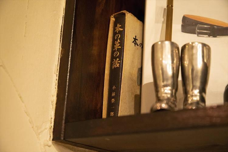 店内にさりげなく置かれた本からも、長谷川さんの人柄が伝わる。