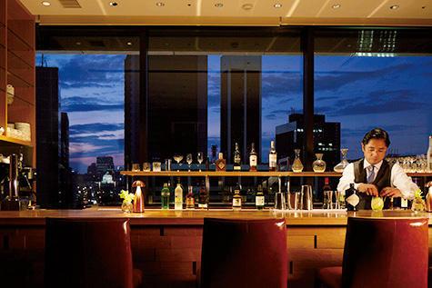 14階のレストラン「GINZA CASITA」は、夜はビジターも利用できるレストランとバーに、朝は宿泊客専用のダイニングに。