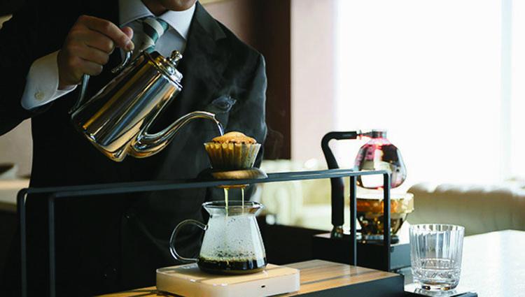店内ではバリスタが丁寧にハンドドリップでコーヒーを淹れてくれる。