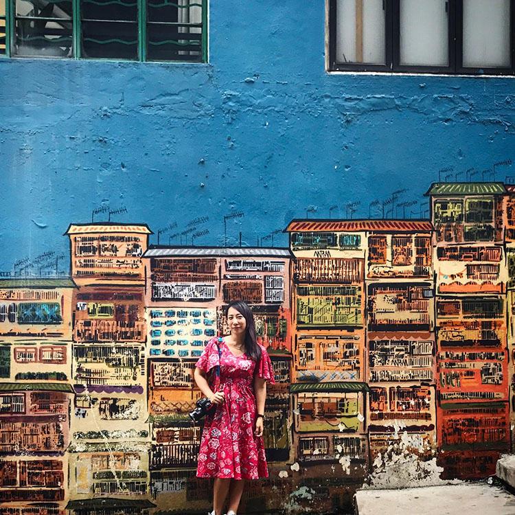 蜷川実花(にながわみか)/写真家・映画監督。木村伊兵衛写真賞ほか数々受賞。映画『さくらん』(2007)、『ヘルタースケルター』(2012)監督。映像作品も多く手がける。2008年、「蜷川実花展」が全国の美術館を巡回。2010年、Rizzoli N.Y.から写真集を出版、世界各国で話題に。2016年、台湾の現代美術館(MOCA Taipei)にて大規模な個展を開催し、同館の動員記録を大きく更新した。2020年東京オリンピック・パラリンピック競技大会組織委員会理事就任。