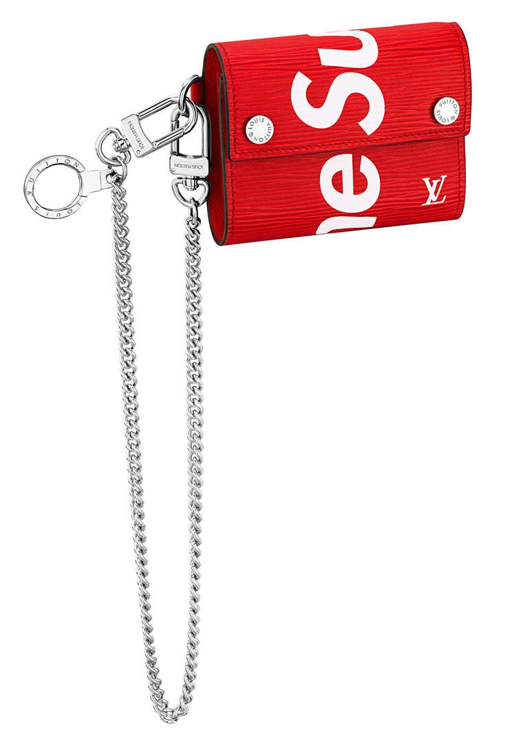 チェーン・コンパクトウォレット 8万9000円(税抜価格) cLouis Vuitton