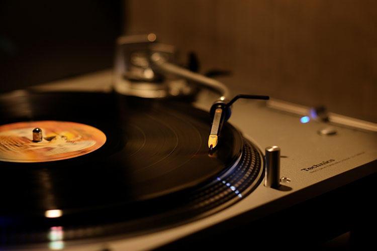 テクニクスの名器「Grand Class SL-1200」で聴くレッド・ツェッペリンは官能的で耳に心地いい。