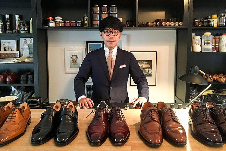 <b>THE WAY THINGS GO/石見 豪氏</b><br>大阪の登録有形文化財指定建物に構える靴磨き専門店「THE WAY THINGS GO」のオーナー兼靴磨き職人。キャリア6年目、磨いた靴の数は、2万7000足超。