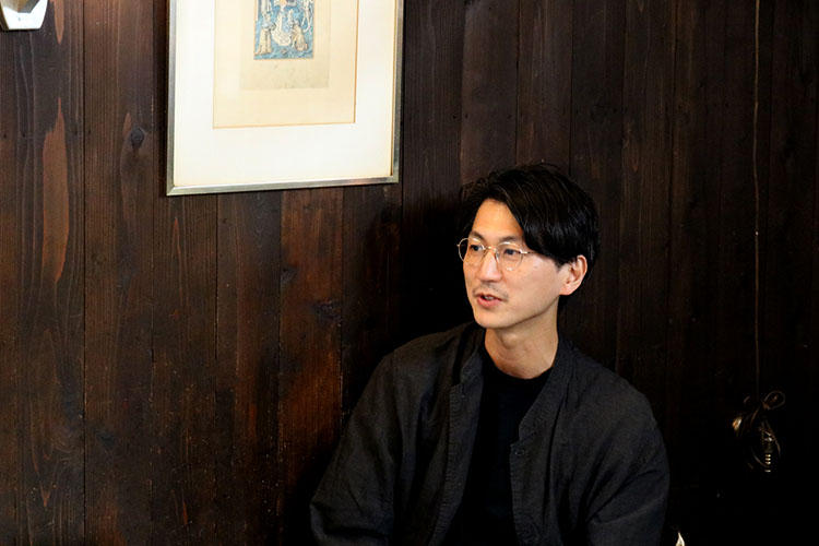 10 eyevan(テン アイヴァン)のデザイナーを務める中川浩孝氏。10/13(土)コンティニュエ日本橋、10/20(土)コンティニュエ(恵比寿)の2日間は店頭にてデザイナー自ら接客を行う貴重な機会も予定。