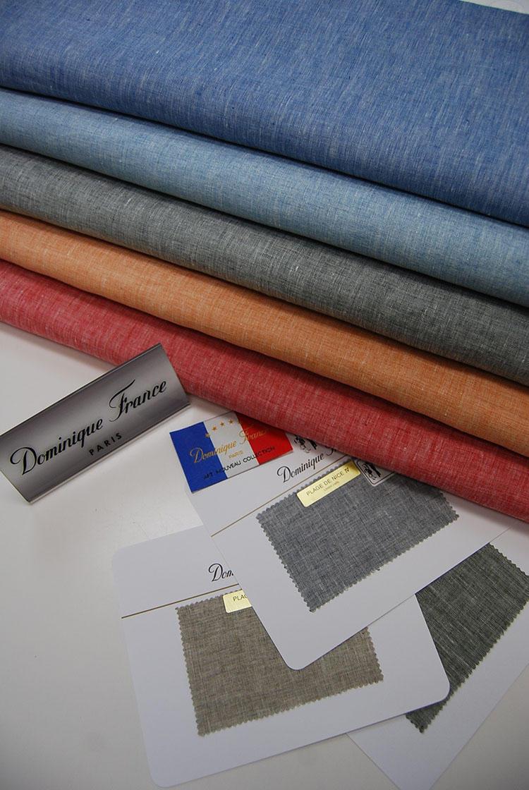 リネン素材の「プラージュ ドゥ ニース」は色数の豊富さが特徴のひとつ。ジャケット、パンツとお好みのスタイルを選ぶことができる。