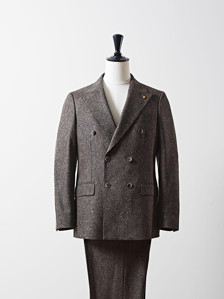 ラトーレの「エディット ウェアハウス」限定スーツ。こちらはイタリアの伝説的なデザイナー、ウォルター・アルビニ氏へのオマージュモデルとなっている。10万8000円