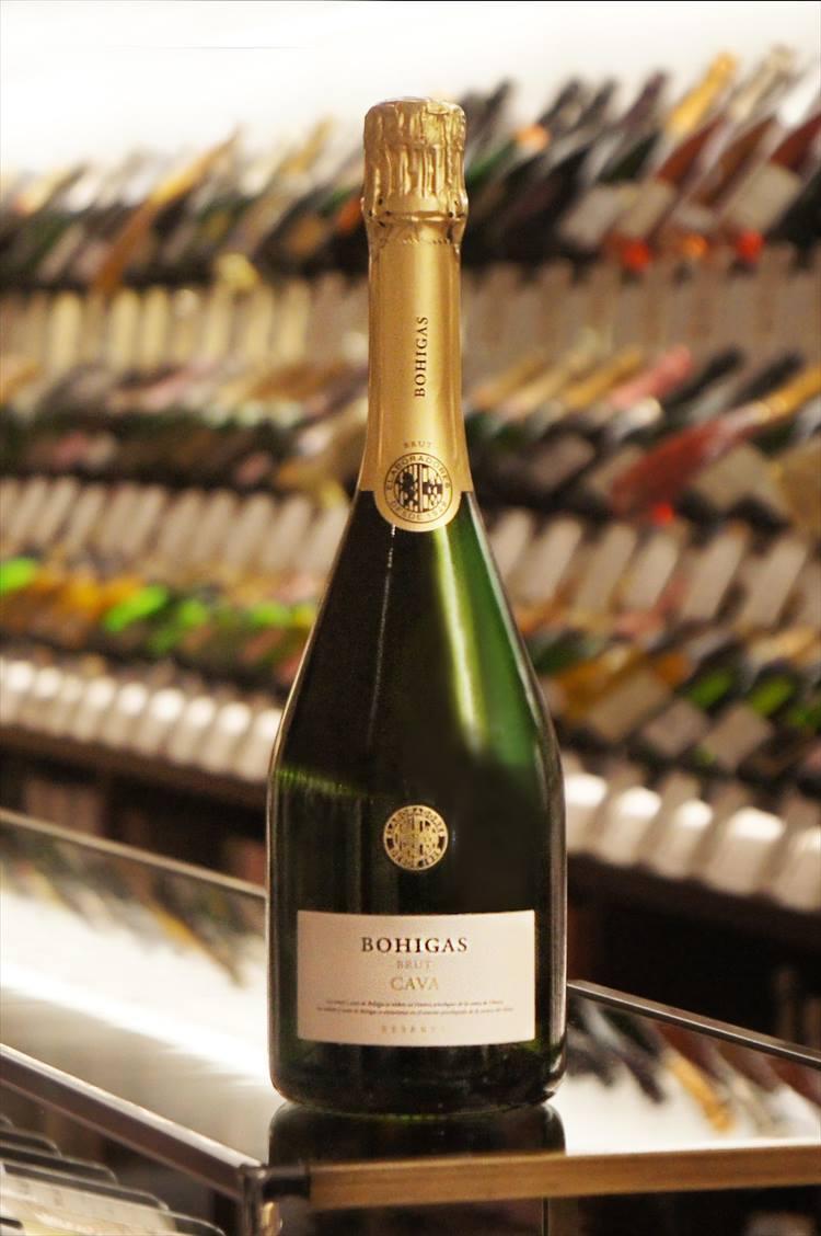 <b>アンダー3,000円<br />ボイーガス/カヴァ ブリュット レゼルヴァ</b><br />自社園のぶどうのみを用いたドメーヌ カヴァ。規定よりも長い2年の瓶熟成を経たコクとバランスに富むリッチな味わいからは、完成度の高さを感じられる。2600円