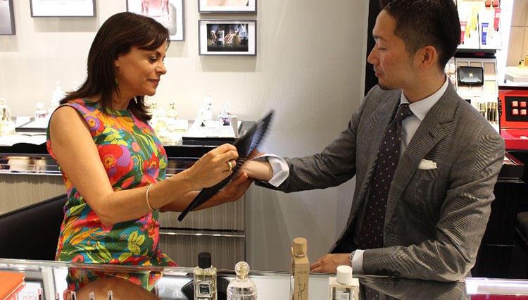 「ラ ブティック ゲラン GINZA SIX店」で体験する自分に相応しい香り探しの旅へ