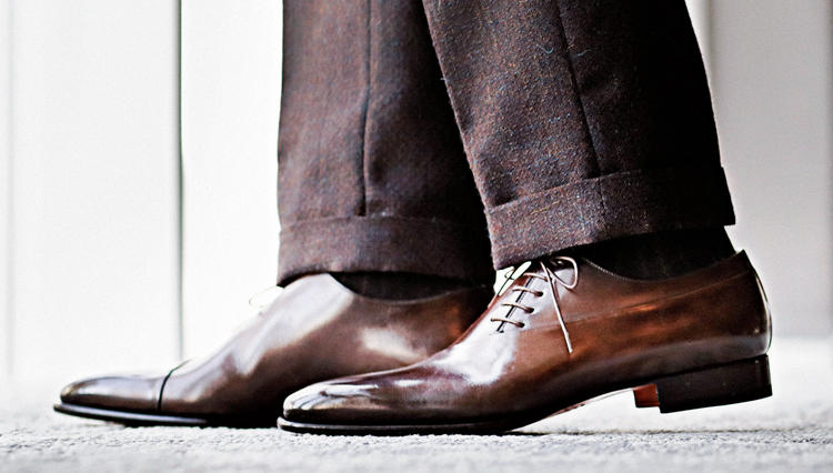 """""""美シルエット""""パンツ中心で考えるなら、スニーカーはクサビ形に限る【今必要な本格靴決定版。】"""