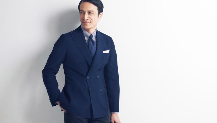 """ビジネスで""""フツーの無地""""よりも趣味よく見える「織芸ネイビー」スーツとは—?【どうしても欲しいスーツ】"""