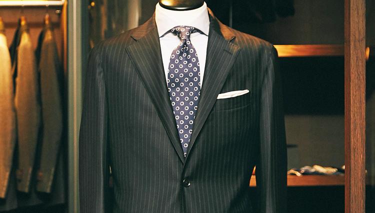 「マルティニーク」のフル毛芯スーツは、何故丸の内のリアルビジネスマンに支持される?【どうしても欲しいスーツ】