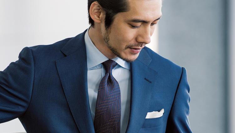 淡色ネイビースーツを品よく見せるネクタイは、どんな色?【第一印象で勝つスーツ】