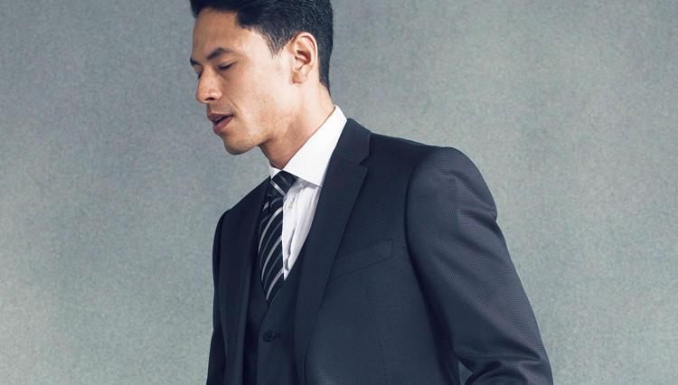 「ビジネスエレガンス」を実現した—新生エンポリオ アルマーニのMラインスーツ【どうしても欲しいスーツ】