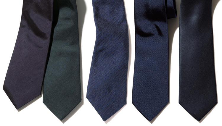 スーツとタイの濃度を揃えて紺無地タイの落とし穴を回避する