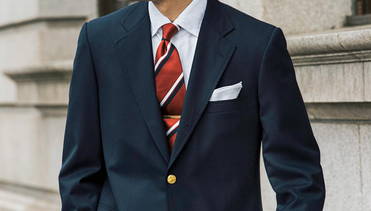 「クラブタイ」をすると、何故スーツの胸元が引き締まるのかーー?