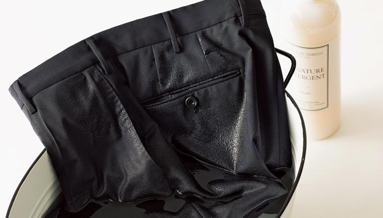 これでもう、汗臭さとは無縁! 仕事で穿けて「ザブザブ洗える」美脚パンツ5選