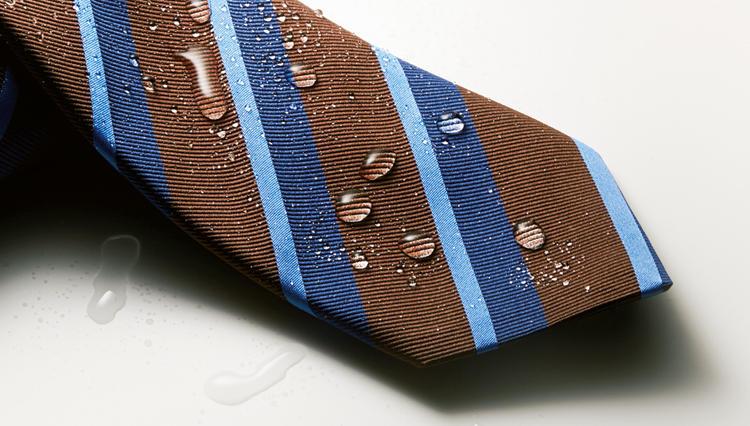 ネクタイに「撥水・撥油」機能があると、こんなに便利!