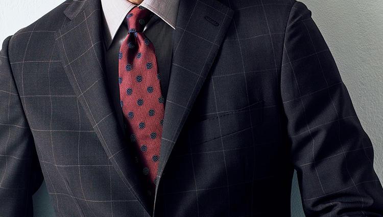 スーツの胸元をさりげなく華やかにする!「ワンカラーVゾーン」とは?